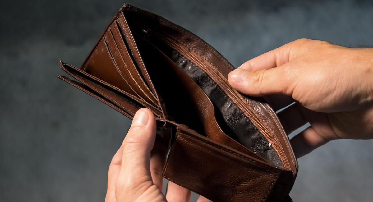 people like payday loans to borrow money to not have an empty wallet